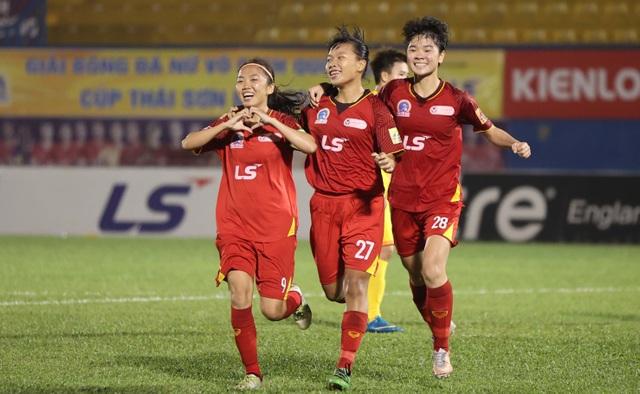 TPHCM nhận cúp tại giải bóng đá nữ vô địch quốc gia năm 2020 - 2