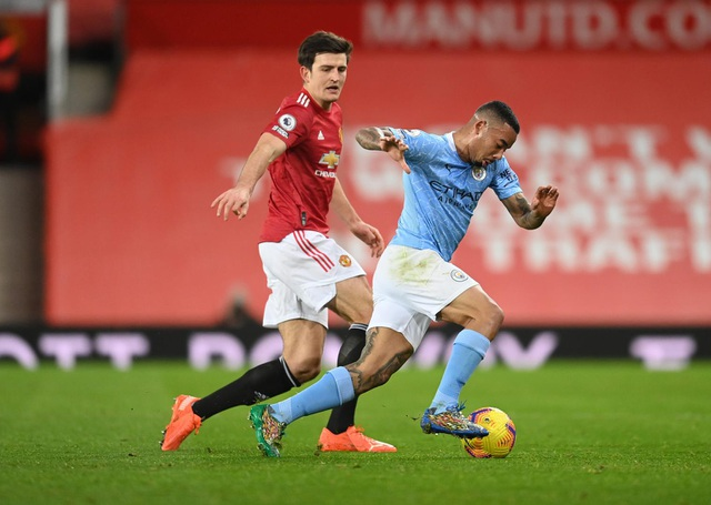 Những khoảnh khắc Man Utd và Man City bắt tay chia điểm - 18