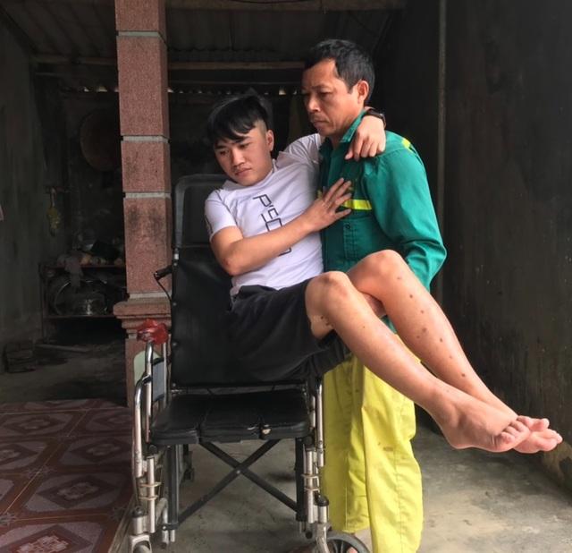 Chàng trai nghèo gác ước mơ, làm thuê nuôi em ăn học không may gặp nạn - 6
