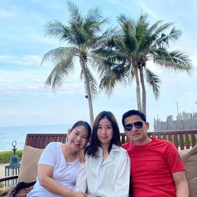 HLV Kiatisuk đưa vợ con đi nghỉ mát trước khi sang Việt Nam - 1