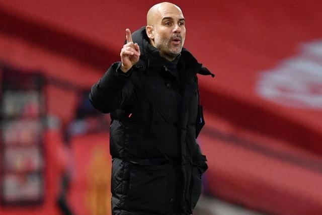 Những khoảnh khắc Man Utd và Man City bắt tay chia điểm - 12