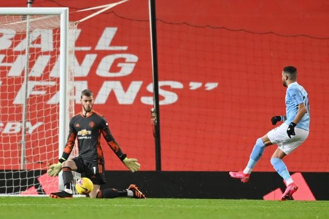 Những khoảnh khắc Man Utd và Man City bắt tay chia điểm - 7