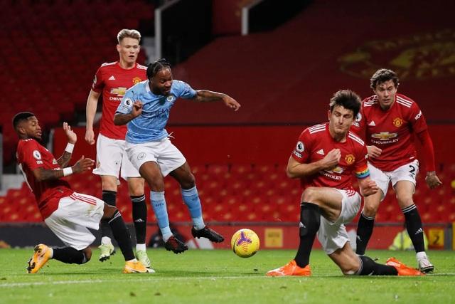 Những khoảnh khắc Man Utd và Man City bắt tay chia điểm - 8