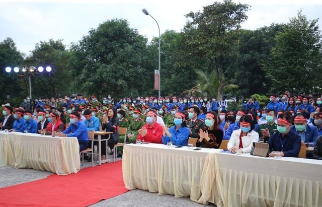 Hoa hậu Đỗ Thị Hà hưởng ứng ngày hội Chủ nhật đỏ tại Thanh Hóa - 1