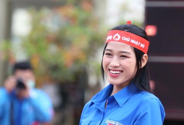 Hoa hậu Đỗ Thị Hà hưởng ứng ngày hội Chủ nhật đỏ tại Thanh Hóa - 2
