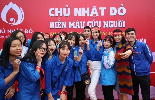 Hoa hậu Đỗ Thị Hà hưởng ứng ngày hội Chủ nhật đỏ tại Thanh Hóa - 3
