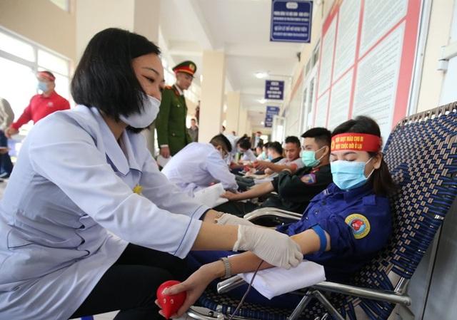 Hoa hậu Đỗ Thị Hà hưởng ứng ngày hội Chủ nhật đỏ tại Thanh Hóa - 5