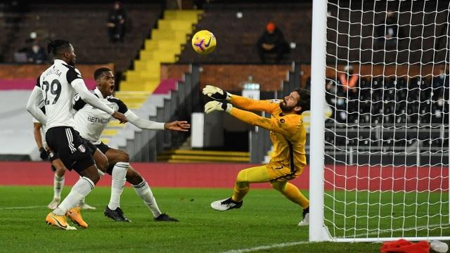 Vất vả hòa Fulham, Liverpool lỡ cơ hội giành ngôi đầu bảng - 4