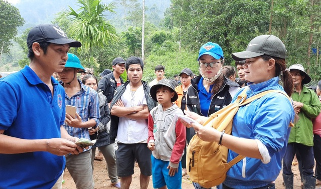 Thầy giáo vùng cao làm cầu nối giúp đỡ học sinh và người nghèo - 1