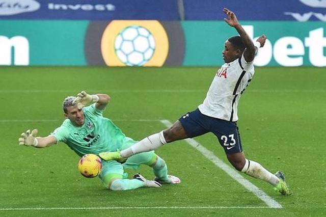 Tottenham đánh rơi điểm trên sân Crystal Palace - 1