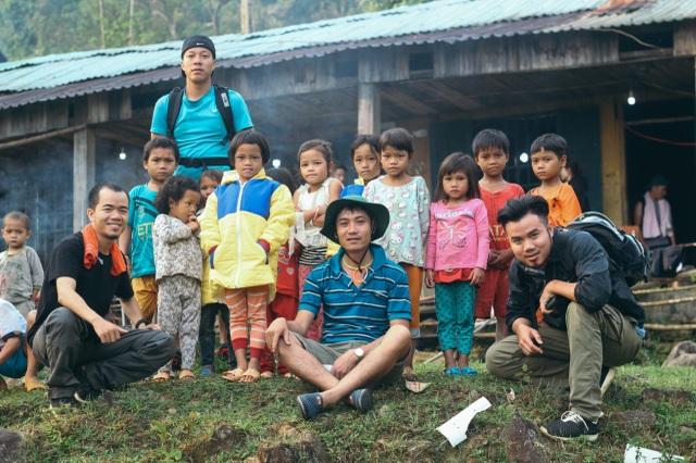 Thầy giáo vùng cao làm cầu nối giúp đỡ học sinh và người nghèo - 3