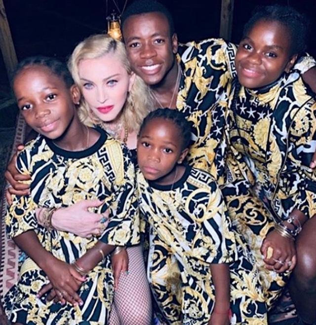 Madonna chia sẻ hình ảnh hạnh phúc bên con nuôi - 7
