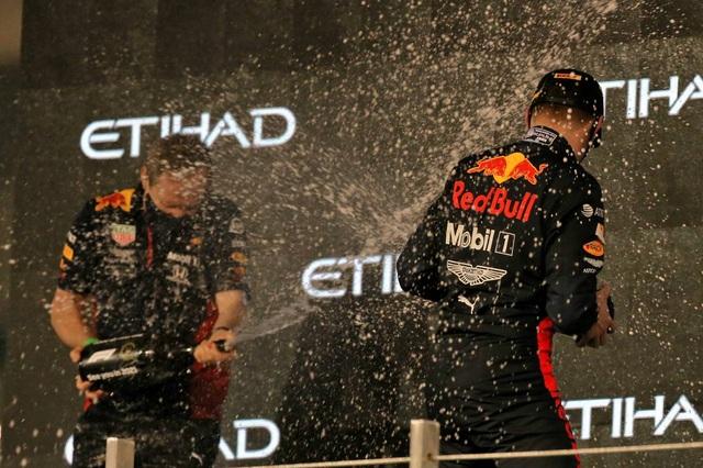Mùa giải F1 2020 khép lại bằng một chặng đua kém nhiệt - 15