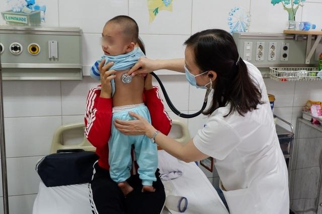 Trời lạnh 11-14 độ C: Sai lầm này của bố mẹ khiến trẻ càng dễ mắc bệnh - 1