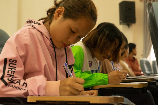 Hàng trăm sinh viên chưa nhận bằng tốt nghiệp đã được tuyển dụng - 2