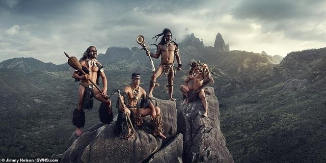 Hé lộ cuộc sống của bộ lạc biệt lập nhất với nền văn minh nhân loại - 1