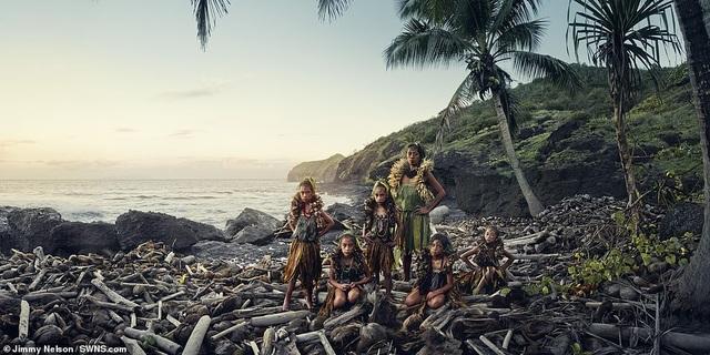 Hé lộ cuộc sống của bộ lạc biệt lập nhất với nền văn minh nhân loại - 9