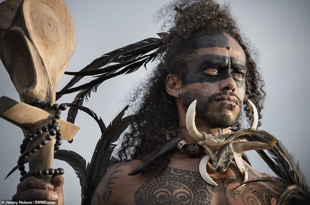 Hé lộ cuộc sống của bộ lạc biệt lập nhất với nền văn minh nhân loại - 11