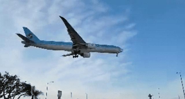 Xót xa nhìn linh cữu cố danh hài đơn độc được chuyển từ máy bay tại Mỹ - 1