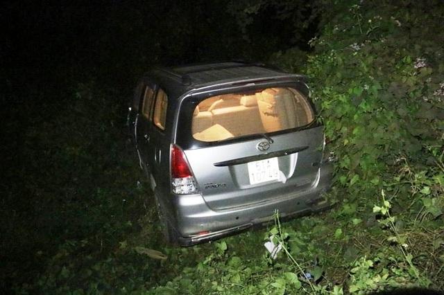 Tài xế say xỉn húc văng xe CSGT xuống vệ đường - 2