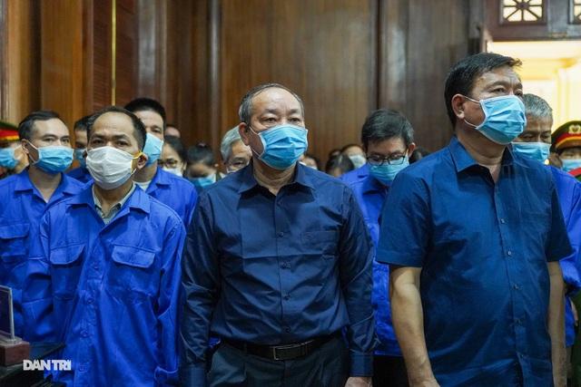 Cựu Thứ trưởng Nguyễn Hồng Trường: Bị cáo cảm thấy rất xót xa... - 3