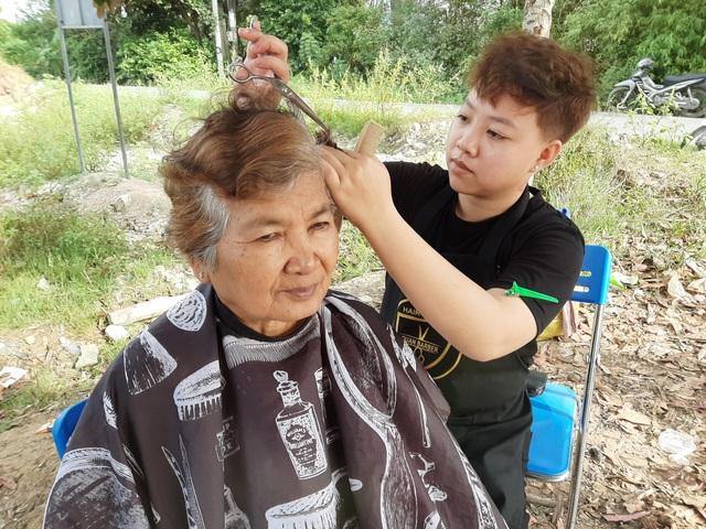 Sóc Trăng: Nhóm thợ trẻ làm tóc miễn phí cho người nghèo đón Tết - 2