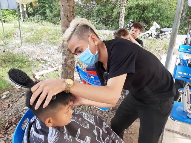 Sóc Trăng: Nhóm thợ trẻ làm tóc miễn phí cho người nghèo đón Tết - 3