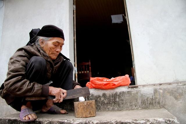 Cụ bà U90 ăn đất cuối cùng ở ngôi làng chuyện lạ Việt Nam - 3