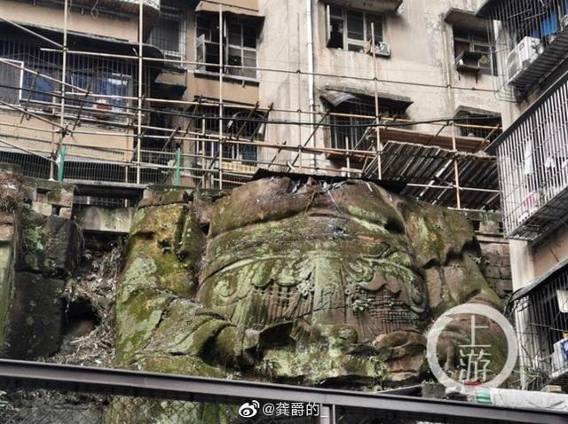 Bất ngờ phát hiện tượng Phật không đầu khổng lồ nằm bên dưới chung cư - 1