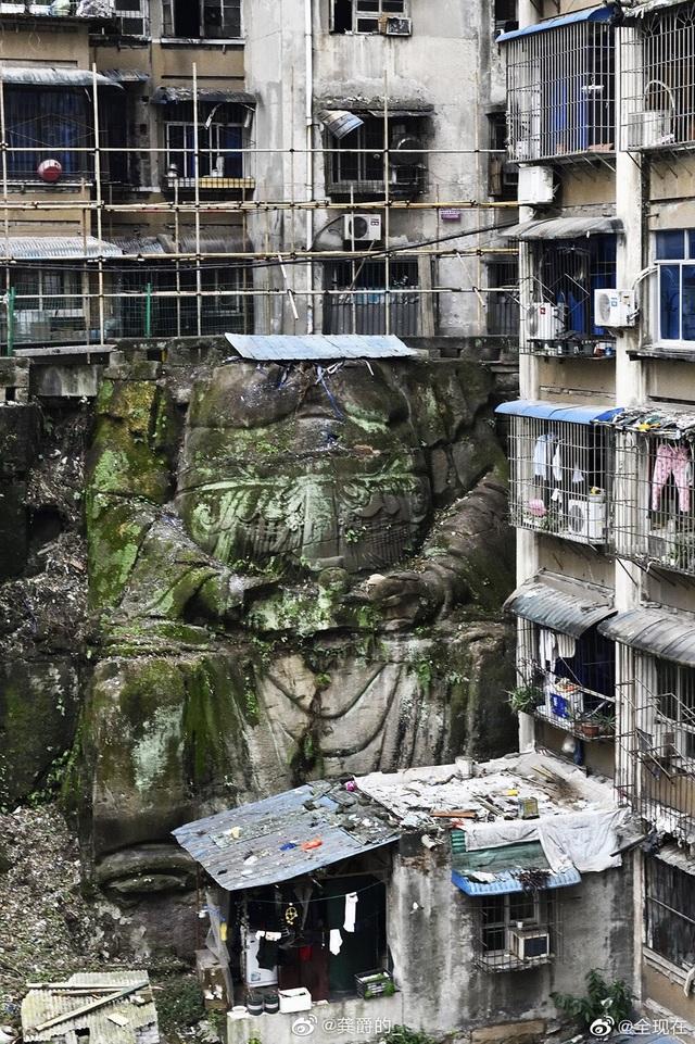 Bất ngờ phát hiện tượng Phật không đầu khổng lồ nằm bên dưới chung cư - 2