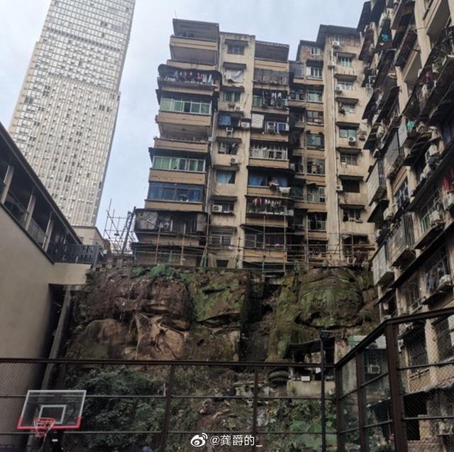 Bất ngờ phát hiện tượng Phật không đầu khổng lồ nằm bên dưới chung cư - 3