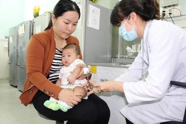 Không được chích ngừa, bé 18 tháng tuổi nguy kịch vì uốn ván - 2