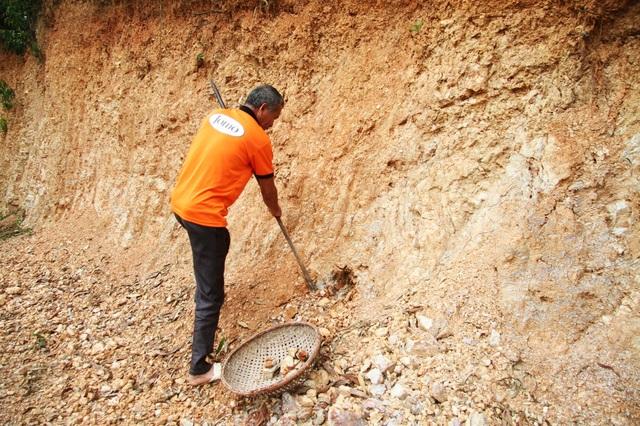 Cụ bà U90 ăn đất cuối cùng ở ngôi làng chuyện lạ Việt Nam - 7