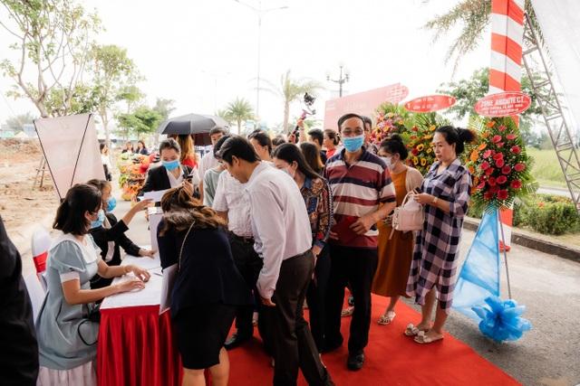 Bùng nổ giao dịch tại lễ cất nóc nhà phố thương mại Ha Tien Centroria - 1