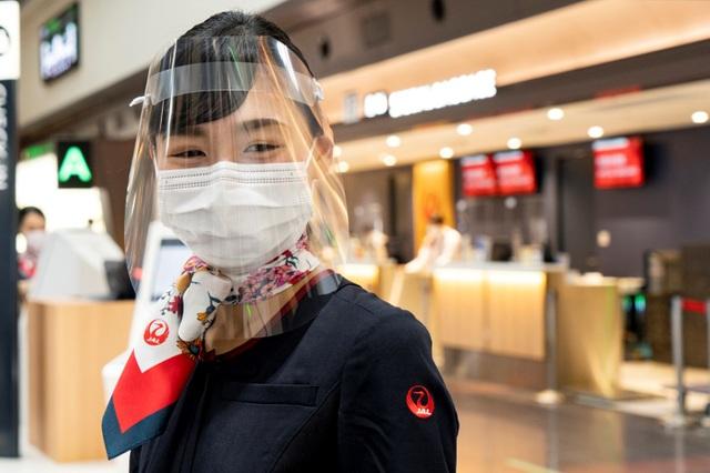 Khách bay Japan Airlines được hỗ trợ điều trị Covid-19 miễn phí - 1