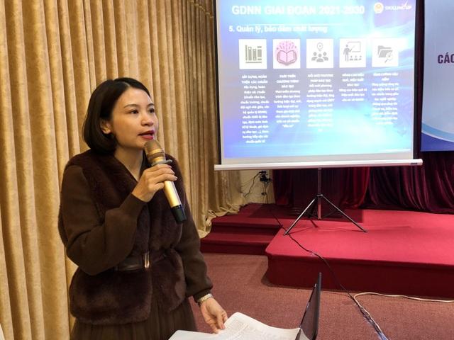 Bà Khương Thị Nhàn - Vụ trưởng Vụ Kế hoạch - Tài chính Tổng Cục GDNN trình bày Dự thảo chiến lược phát triển giáo dục nghề nghiệp giai đoạn 2021 - 2030