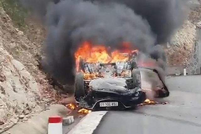 Từ vụ ô tô bốc cháy khiến tài xế tử vong: Cách thoát hiểm khi xe cháy - 1