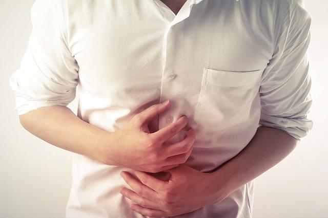 Đau bụng, nước tiểu sẫm màu: Cẩn trọng với ung thư gan - 2