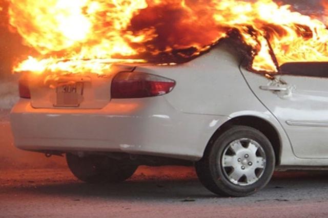 Từ vụ ô tô bốc cháy khiến tài xế tử vong: Cách thoát hiểm khi xe cháy - 2