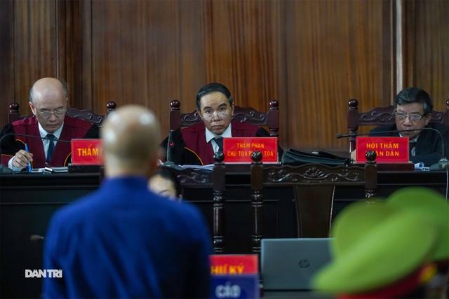 Cựu Thứ trưởng Nguyễn Hồng Trường: Bị cáo cảm thấy rất xót xa... - 4
