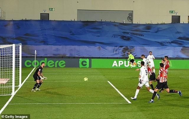 Real Madrid 3-1 Bilbao: Kroos, Benzema tỏa sáng - 10