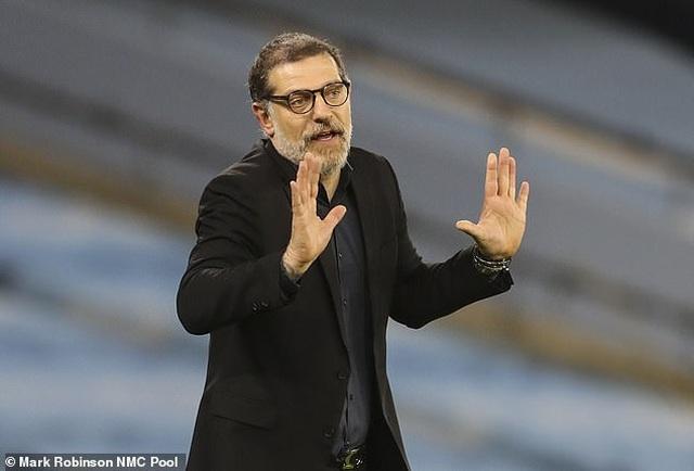 Huấn luyện viên đầu tiên bị sa thải ở Premier League - 1