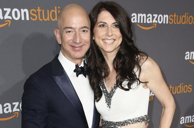 Vợ cũ ông chủ Amazon chi gần 6 tỷ USD làm từ thiện - 1