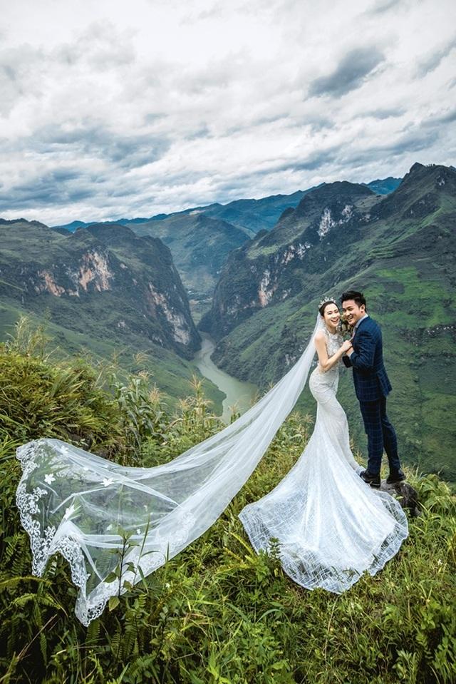 Cặp đôi 9X đi xuyên Việt chụp bộ ảnh cưới để đời - 2