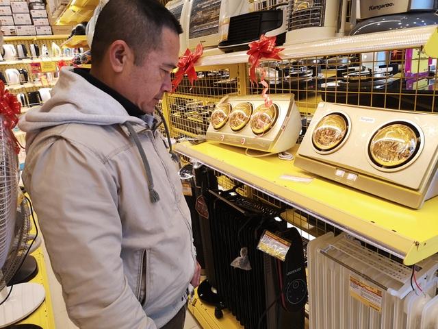 Rét đậm 11-14 độ C, máy sưởi, đèn sưởi trở thành món hàng hot - 2
