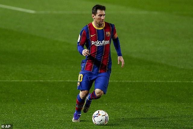 Messi được so sánh 10 điểm chung với Pele  - 2