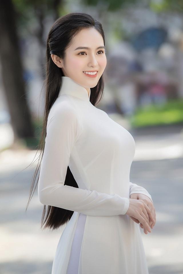 Ngắm dàn hot girl xinh đẹp nổi bật nhất năm 2020 (P.1) - 5