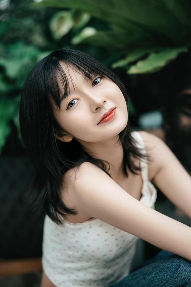 Ngắm dàn hot girl xinh đẹp nổi bật nhất năm 2020 (P.2) - 1