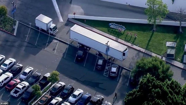 California chuẩn bị 5.000 túi xác, 60 kho lạnh đối phó Covid-19 - 2