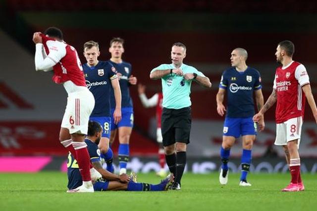 10 người Arsenal vất vả bảo vệ tỷ số hòa trước Southampton - 3